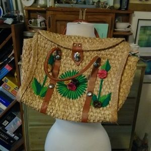 Vintage summer floral embroidered straw bag